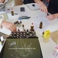 composer son flacon personnalisé fleurs de Bach lors d'un atelier